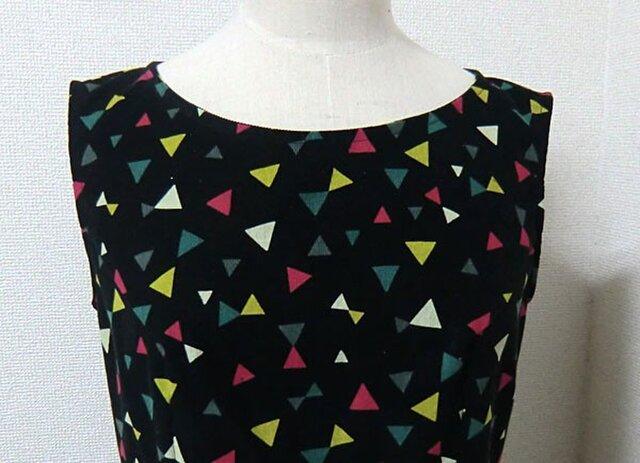 三角模様のワンピースの画像1枚目