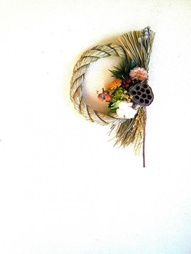 蓮のしめ縄飾りの画像1枚目