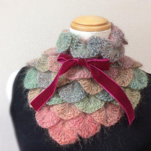 うろこ編みのサンカクミニマフラー レッドmixアッシュの画像1枚目