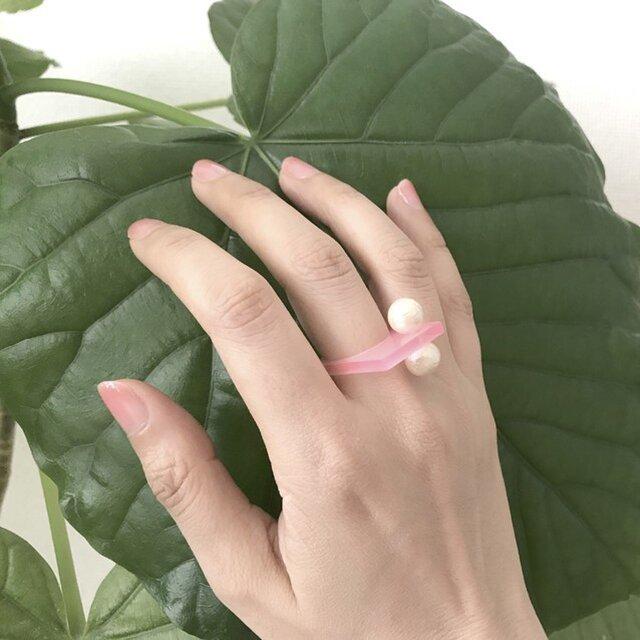 アクリルでできたコットンパールのつぶつぶシカクリング-ピンクの画像1枚目