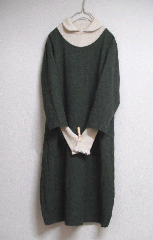 リネンウールの8分袖バルーンワンピース 深緑の画像1枚目