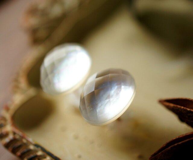 再販】シェル&水晶のマカロンピアス ~Cillaの画像1枚目
