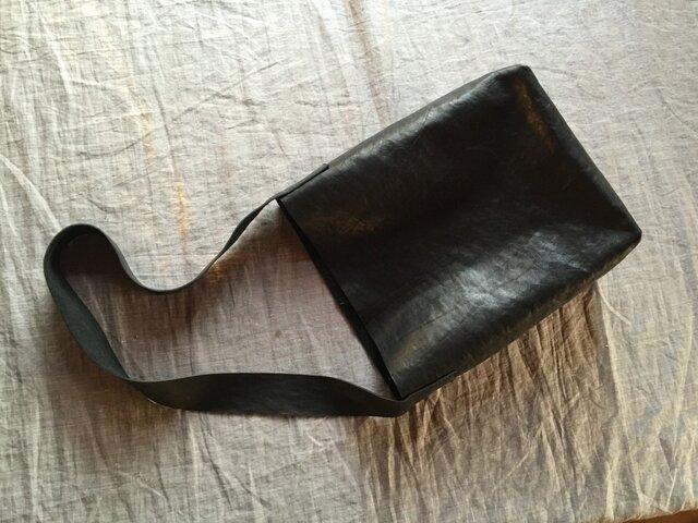 【a様オーダー品です】『環桜』革袋 黒1 縦L 斜め掛けの画像1枚目