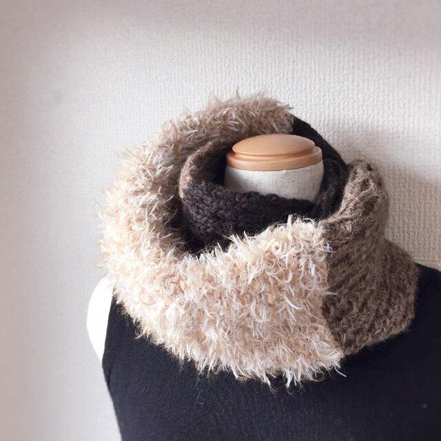 縄編みとファーのスヌード ブラウン系の画像1枚目