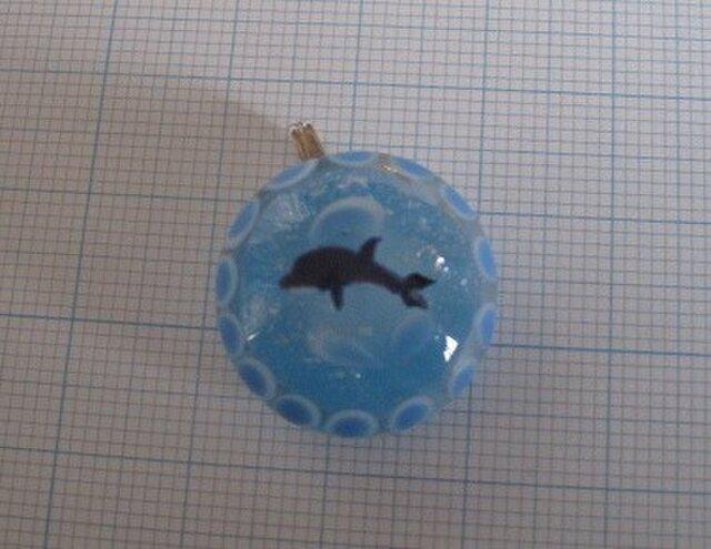 とんぼ玉(半玉) イルカ の画像1枚目