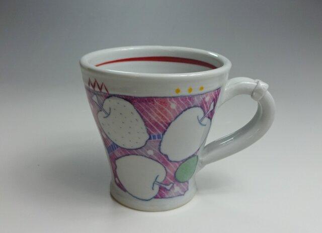 りんご柄ピンクマグカップの画像1枚目