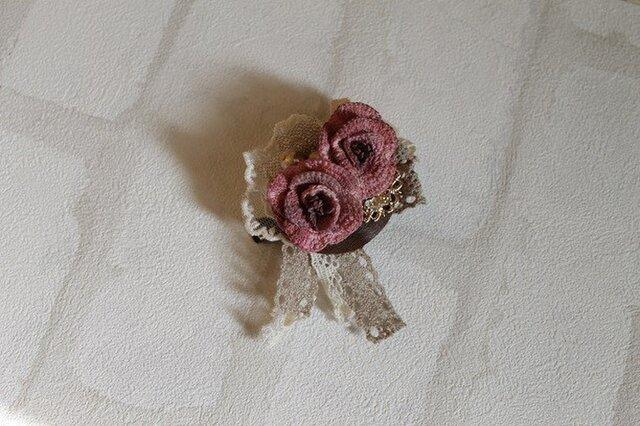 薔薇とコットンパールのブローチ*レッドの画像1枚目
