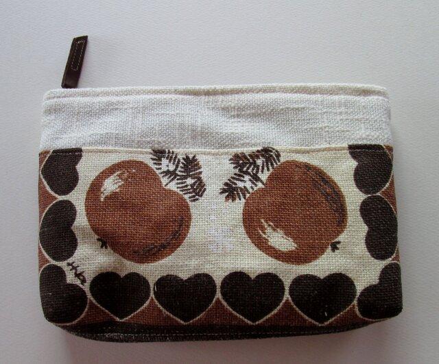 茶色のリンゴのポーチの画像1枚目