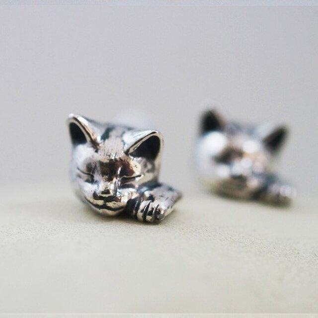 招き猫ピアス(エリザベス) 片耳の画像1枚目