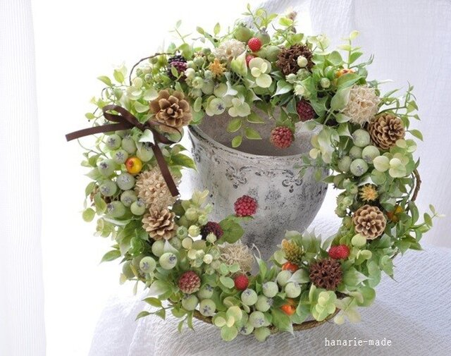ベリーと木の実 枝をそえて(2):wreathの画像1枚目