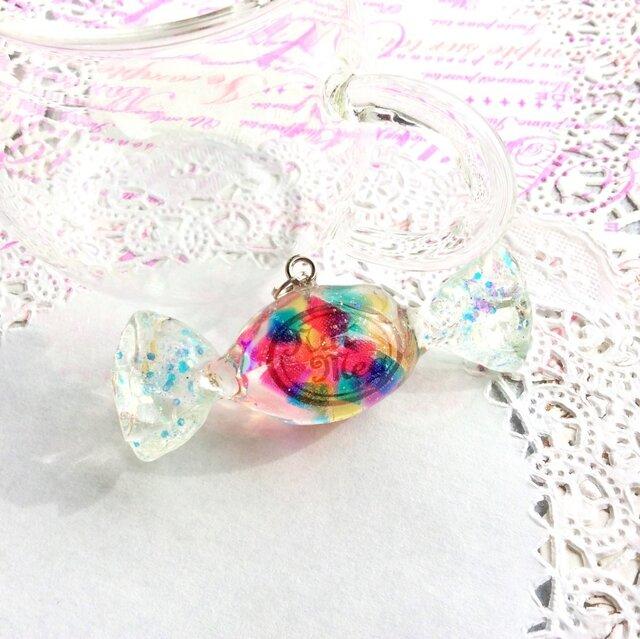 【受注生産】キャンディのペンダントトップ・虹色ゼリーキューブ(トップのみ・ネックレス・キーホルダー・ストラップが選べます)の画像1枚目