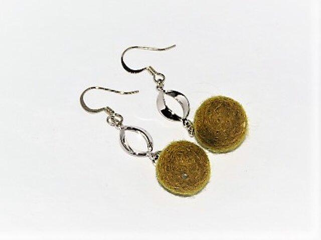 モコモコ羊毛ウール・オリーブグリーのピアス・楕円【silver】の画像1枚目