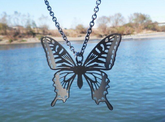 cometman 透かし 大きい蝶(チョウ)の羽のネックレスの画像1枚目