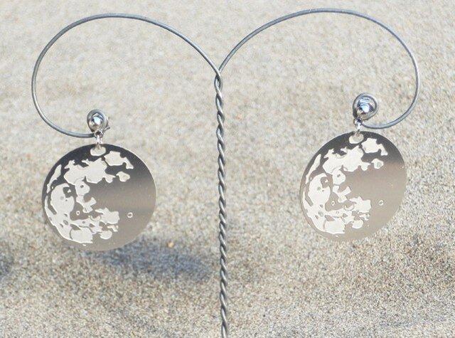 cometman 月(表・裏あり)のピアスorイヤリングの画像1枚目