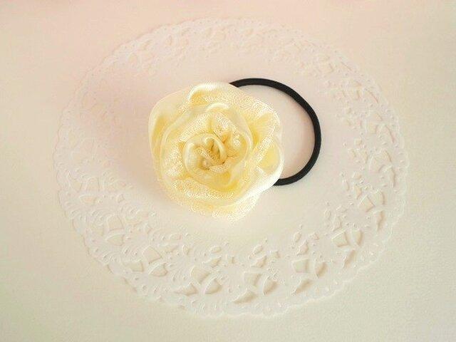 黄色いバラのヘアゴムの画像1枚目