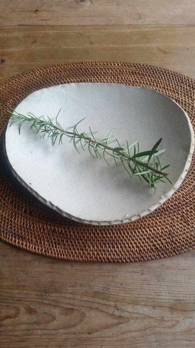 粉引きの大皿縁にしのぎの画像1枚目
