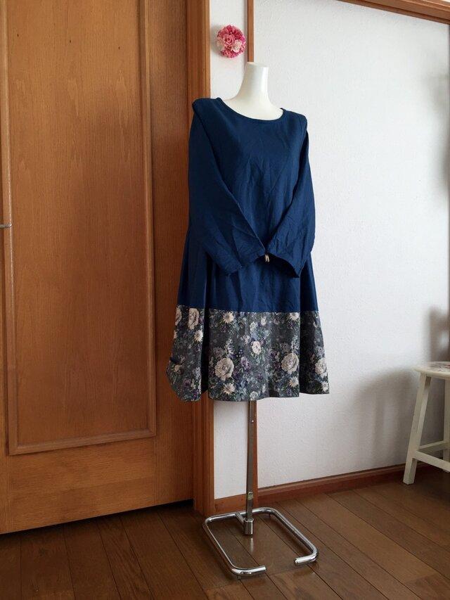 裾yuwaタックフレアーワンピース青の画像1枚目