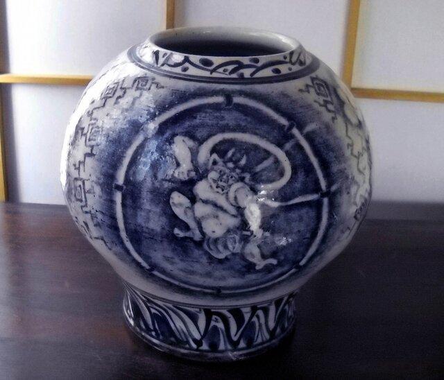 染付壷 風神 雷神の図の画像1枚目