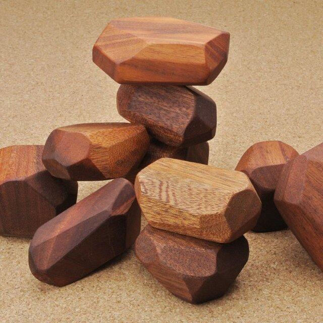 形がバラバラの 積み木の画像1枚目