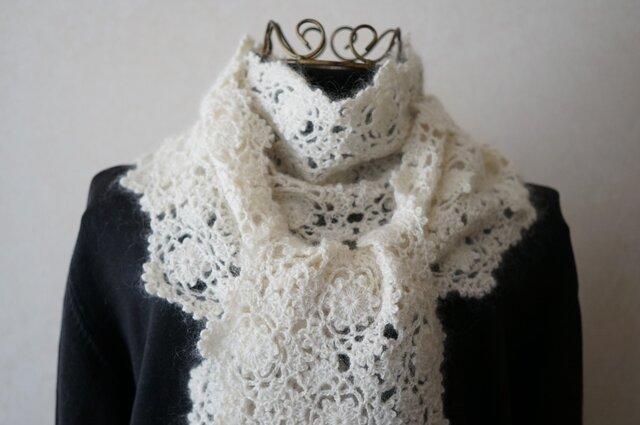 (再販)シルク入りモヘヤの雪の結晶モチーフのマフラー(オフホワイト)の画像1枚目