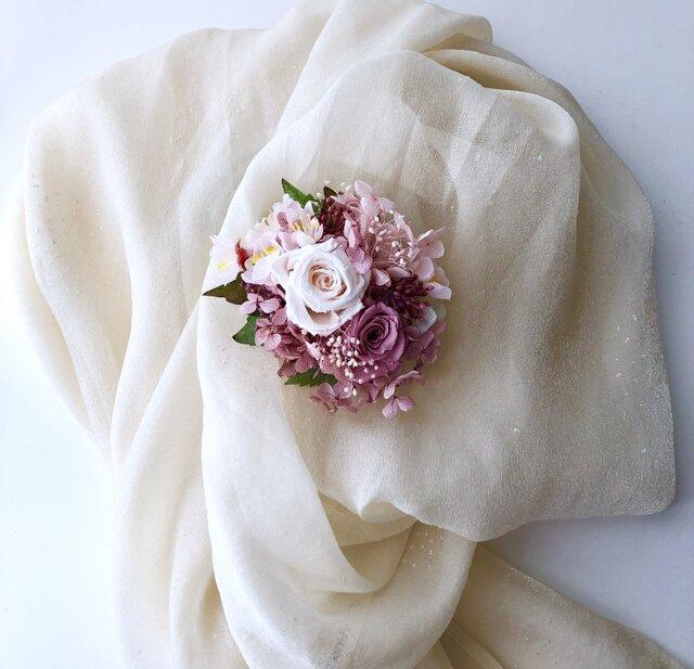 プリザーブドフラワーの薔薇のコサージュ「受注制作」の画像1枚目
