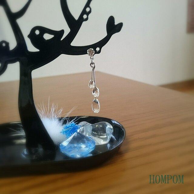 クリアストーンと透明な雫のピアス  ホムポムの画像1枚目