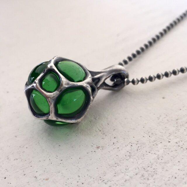 胞子のペンダント・緑【silver×glass】《受注制作》の画像1枚目