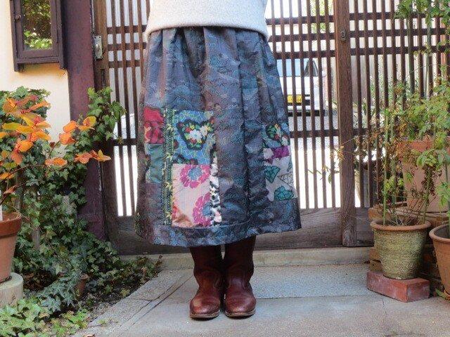 着物リメイク☆青の綺麗な大島紬にカラフル銘仙パッチロングスカートの画像1枚目