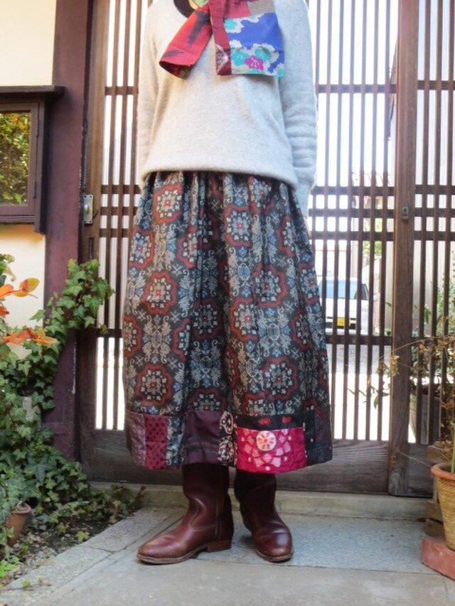 黒地大島でリメイク☆裾に銘仙色々パッチで大人ロングスカートの画像1枚目
