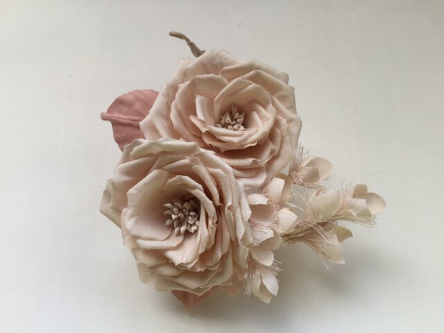 再販ベージュピンクの薔薇と鈴蘭の画像1枚目