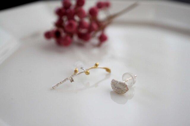 ブラウンダイヤモンド付き植物ピアスの画像1枚目