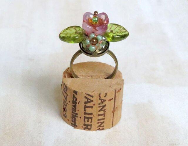 お花の指輪(ミルキーピンク)の画像1枚目