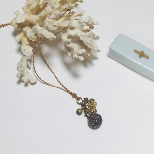 小さい古布玉と鈴のプチネックレスの画像1枚目