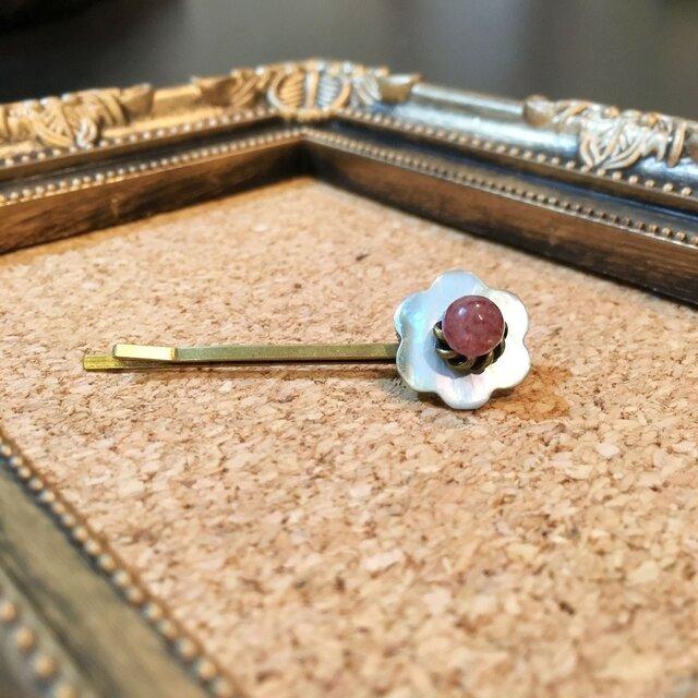 貝ボタンと天然石のヘアピン(プラムクォーツ)の画像1枚目