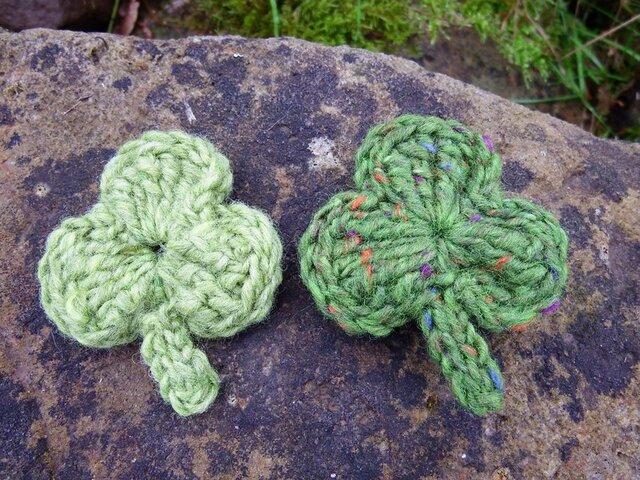 シャムロックの羊毛ブローチ(2個セット)の画像1枚目