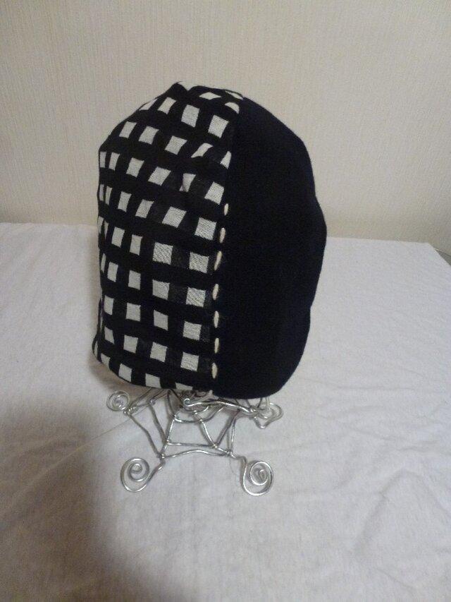 男女兼用リバーシブルステッチ刺繍ニット帽子 黒×グレー×白の画像1枚目