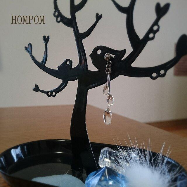 透明な雫のピアス  ホムポムの画像1枚目