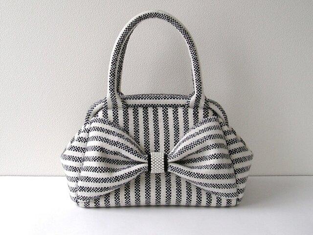 手織りウールのリボン・ボストンバッグ(白黒ストライプ)の画像1枚目