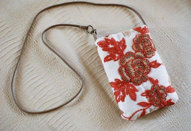 花刺繍生地×革紐のプチポシェットの画像1枚目