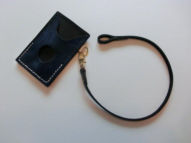 牛革製パスカードケース(紺ベロア&黒革)革紐付きの画像1枚目