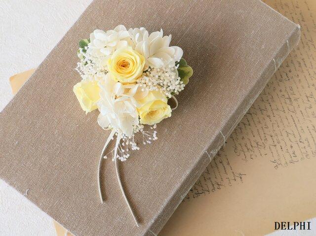 【受注製作】バラとかすみそうのコサージュ(イエロー)【プリザーブドフラワー】入園式 入学式 卒園式 卒業式 結婚式の画像1枚目