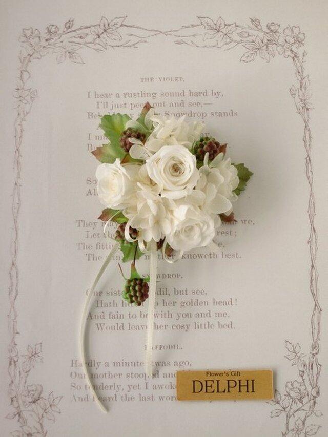 【受注製作】バラと野いちごのコサージュ ケース付き【プリザーブドフラワー】入園式 卒園式 卒業式 入学式 結婚式の画像1枚目