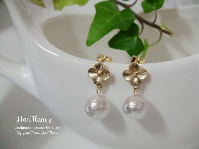 【HanTtam J】  gold cherry blossoms × cotton pearl ピアスの画像1枚目