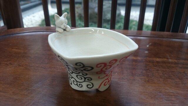 三色唐草フチ猫小用盆栽鉢の画像1枚目