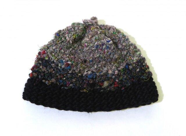 糸から作ったモノトーンな帽子の画像1枚目