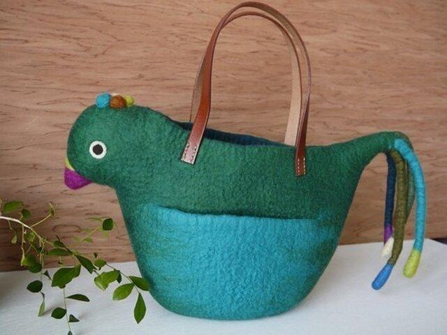 グリーンのトリのバッグの画像1枚目