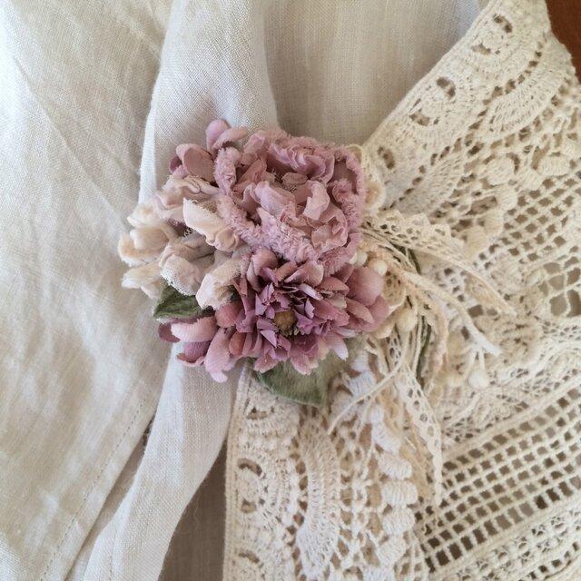 コサージュ アンティークピンクの花束の画像1枚目