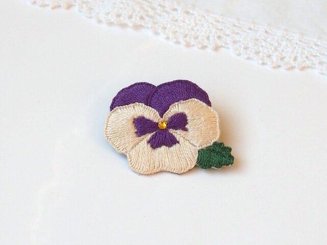 [受注制作]パンジーの刺繍ブローチ(オフホワイト×紫)の画像1枚目