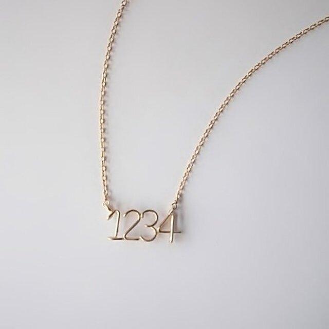 数字( ナンバー ) 4ケタサイドネックレスの画像1枚目