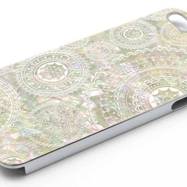 iPhoneSE/5/5sケース 天然貝仕様(合金チタンシルバー・ホワイトレース)<螺鈿アート>の画像1枚目
